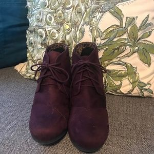 City Classified Burgundy Suede Wedges Size 11